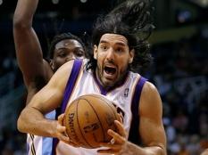 LA Lakers Luis Scola1