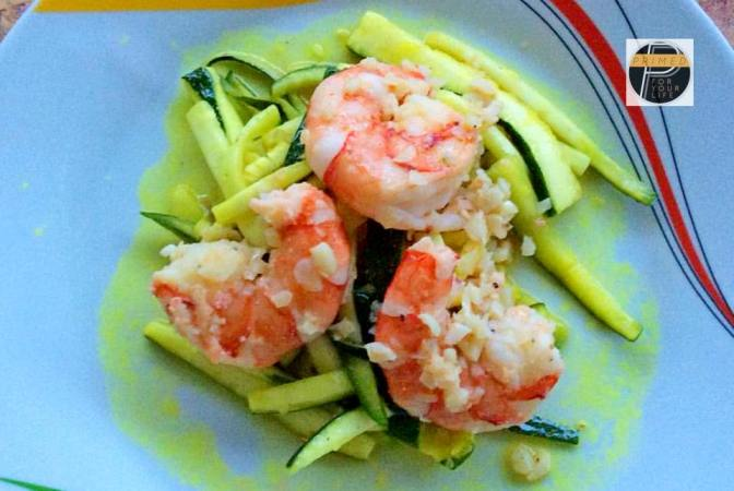 Primed Zudles with Garlic Prawns.      Oh so delicious.