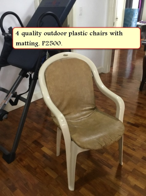 Sale 4 plastic chairs